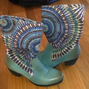 Detailed Embroidered boots